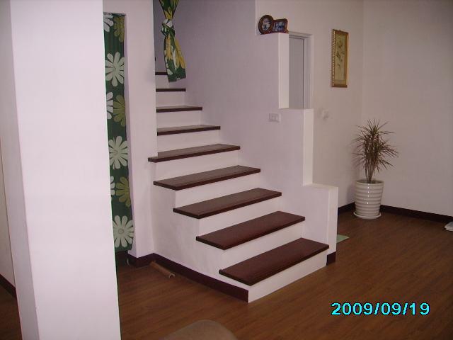 提供各种实木地板,超耐磨地板