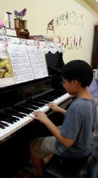 新店七張捷運~快樂學鋼琴!輕鬆學會巴哈、卡農等名曲 一圓兒童/成人鋼琴夢~超優質師資!_圖片(3)