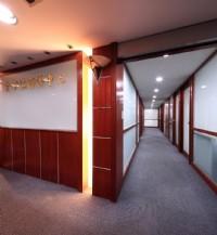 近國父紀念館捷運站,大巨蛋商圈辦公大樓 靠窗 1-2人辦公室出租_圖片(4)