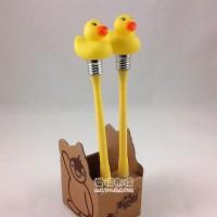 【愛禮布禮】婚禮小物: 黃色小鴨造型筆(圓珠筆)本款無燈 一般價5 元 會員價 5 元_圖片(1)