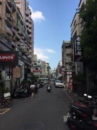 台北市東區精華地段敦化南路一段187巷提供便宜的停車位(空間夠大可停二輛)_圖片(1)