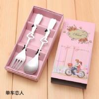 【愛禮布禮】婚禮小物:不銹鋼叉勺餐具禮盒-單車戀人 一般價 16 元 會員價 16 元_圖片(1)