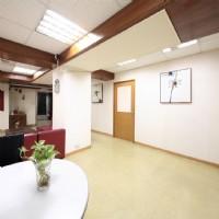 【全方位商務中心】 個人工作桌(座位)出租,包水電、網路及免費使用會議室,只要5000元_圖片(1)